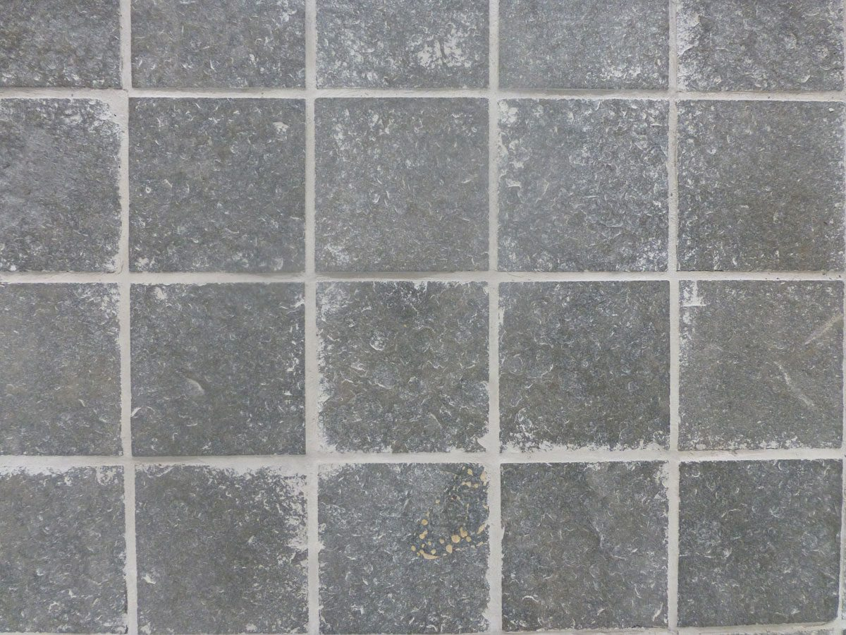 Signorino: Small flamed basalt paver