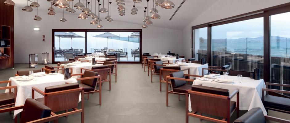 Signorino: ArchitectResin-HongKongTaupe-40x80-Amb-ristorante