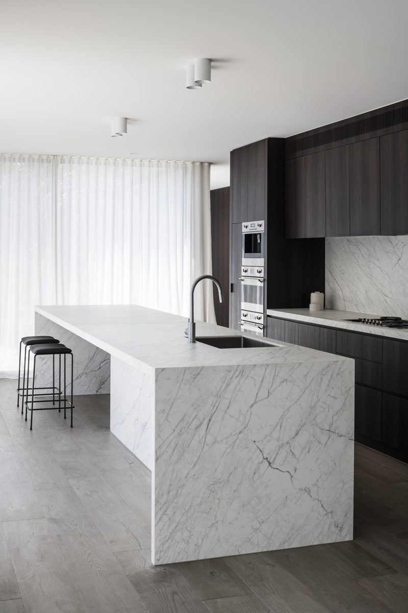 Kitchen by Adam Kane for Scott Pendlebury and Alex Pendlebury with porcelain bench made from Laminam statuarietto